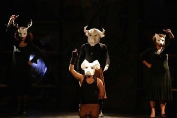 """""""زقاق: فرقة مسرحية لبنانية تنظر إلى مشاكل الواقع كـ""""جنة فنية"""